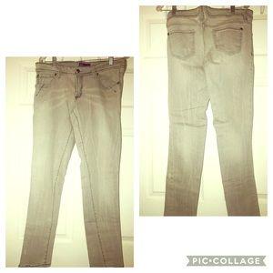 🆕Miley Cyrus & Max Azria Women Gray Jeans Size 15